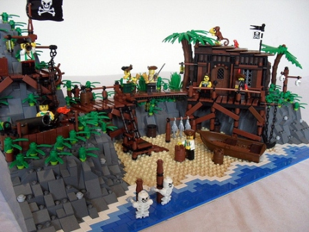 A pirate hideout - a land based MOC by Derfel Cardarn