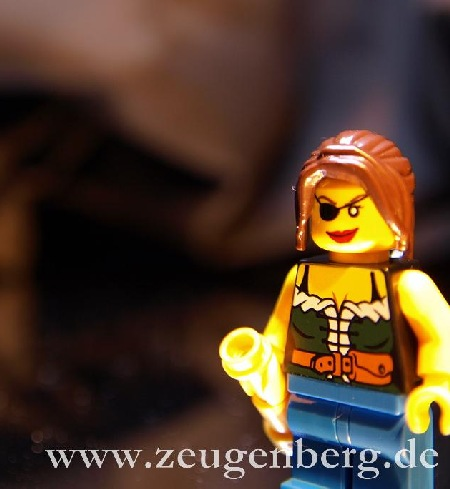 Pictures of minifigs from Pirates Advent Calendar on Jens Murer's blog