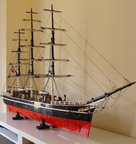 A minifig-scale replica of the clipper Cutty Sark as built by Hoexbroe