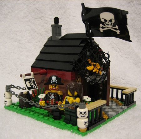 A Pirate's Life For We - a land-based Pirate LEGO MOC by Zeya