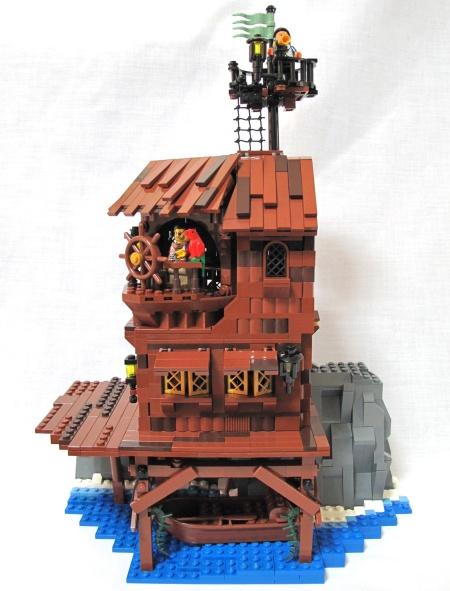Starck forwarder, an island-based pirate MOC by B-idea