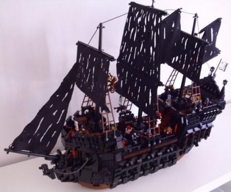 Black Pearl, a ship MOC built by Classic-Pirates.com user Elander