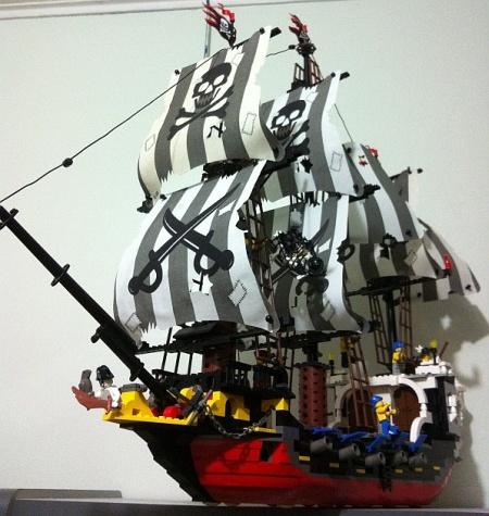 The Crimson Skull, a Pirate LEGO MOC by Yawgmoth