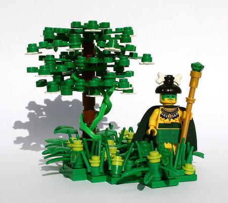 LEGO Pirate Aztec Priest MOC Buurli_Burri