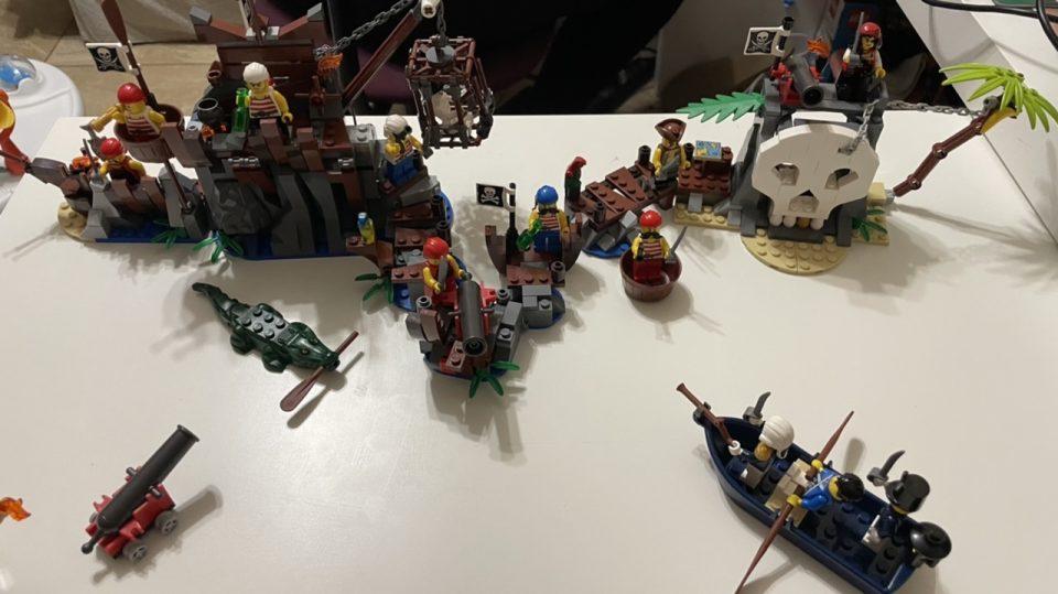 LEGO Pirate Photo - Bad Example 01